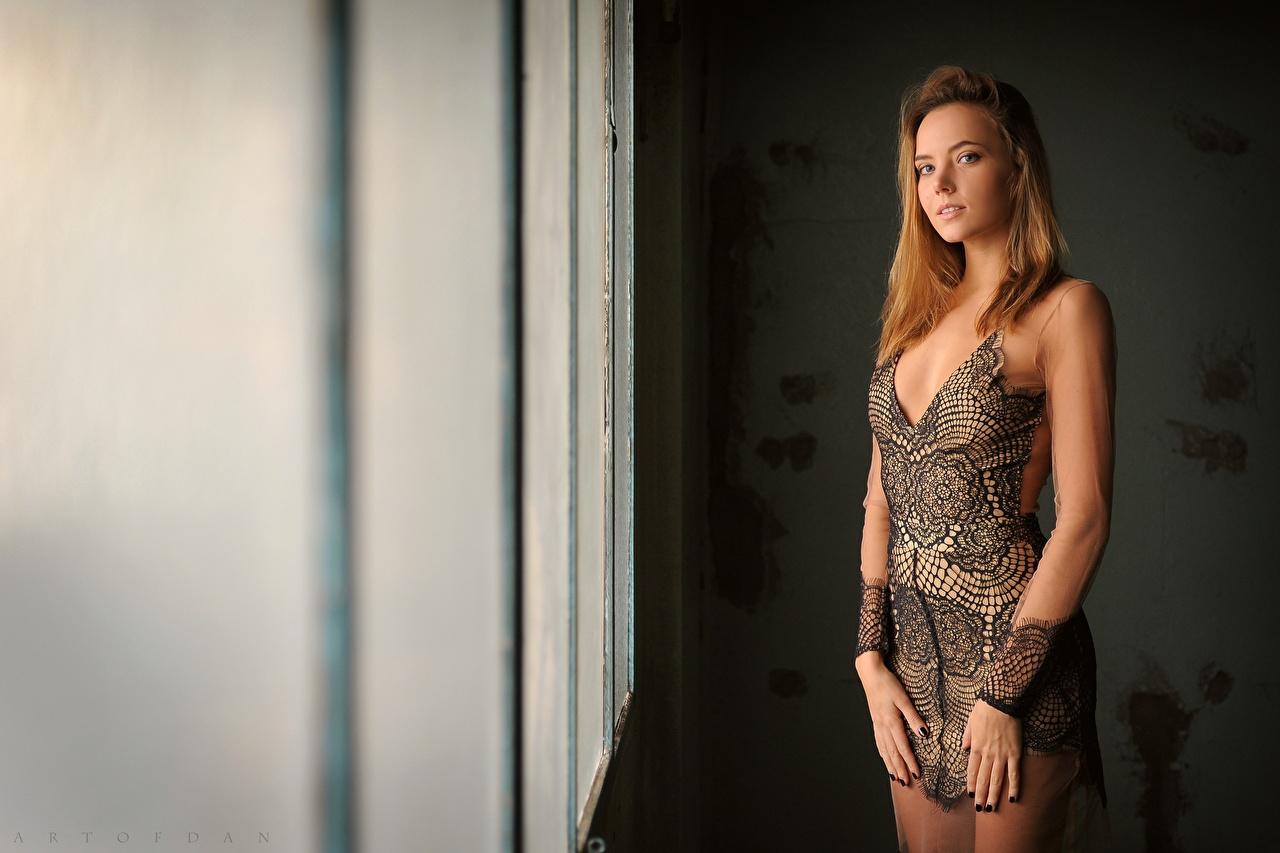 Картинки Katya Clover молодая женщина смотрят Платье девушка Девушки молодые женщины Взгляд смотрит платья