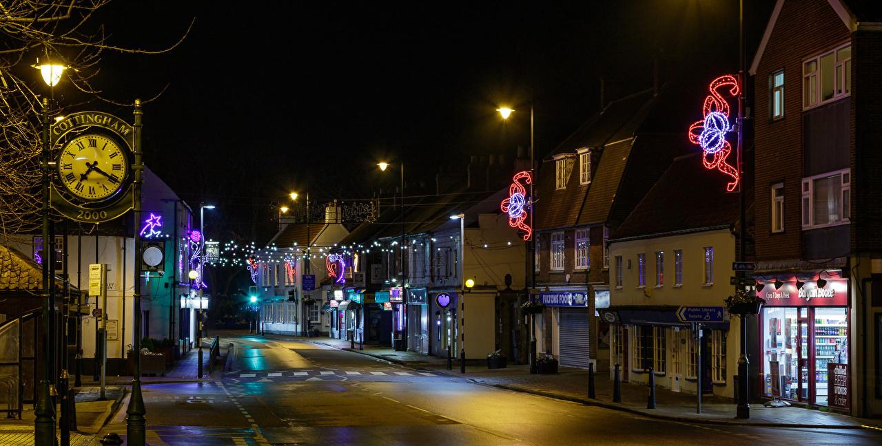 Фото Англия Cottingham Часы Улица ночью Уличные фонари Электрическая гирлянда Города Здания улиц улице Ночь в ночи Ночные Гирлянда Дома город