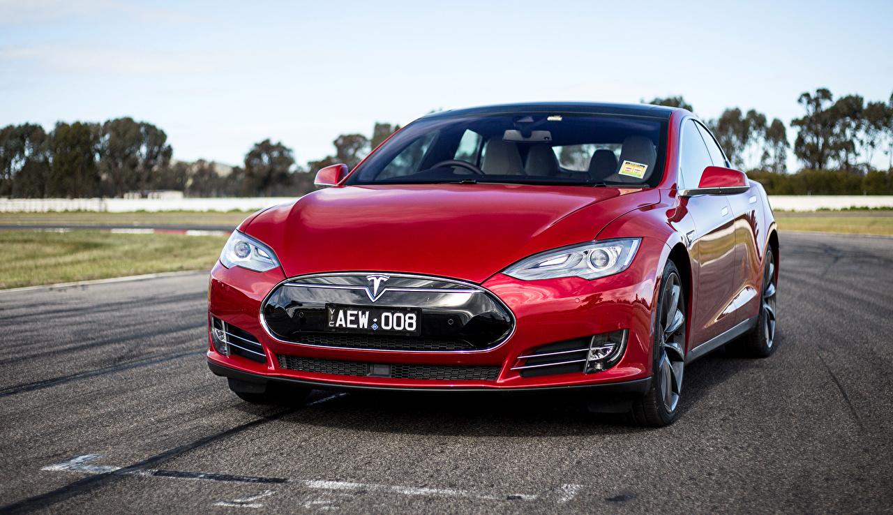 Фото Tesla Motors 2014-16 Model S P85D бордовые Спереди Металлик Автомобили Тесла моторс бордовая Бордовый темно красный авто машина машины автомобиль