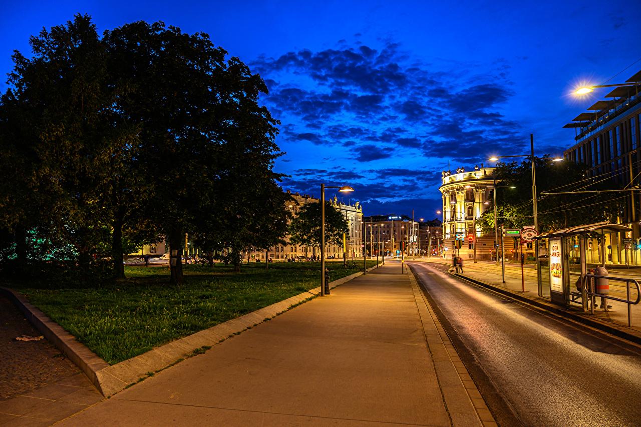 Обои для рабочего стола Вена Австрия улице Дороги Ночь Уличные фонари Здания Города улиц Улица ночью в ночи Ночные Дома город