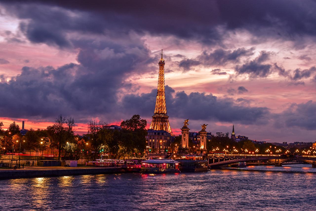 Фото Париж Эйфелева башня Франция Мосты Небо Вечер Пирсы речка Города Облака Реки Причалы Пристань