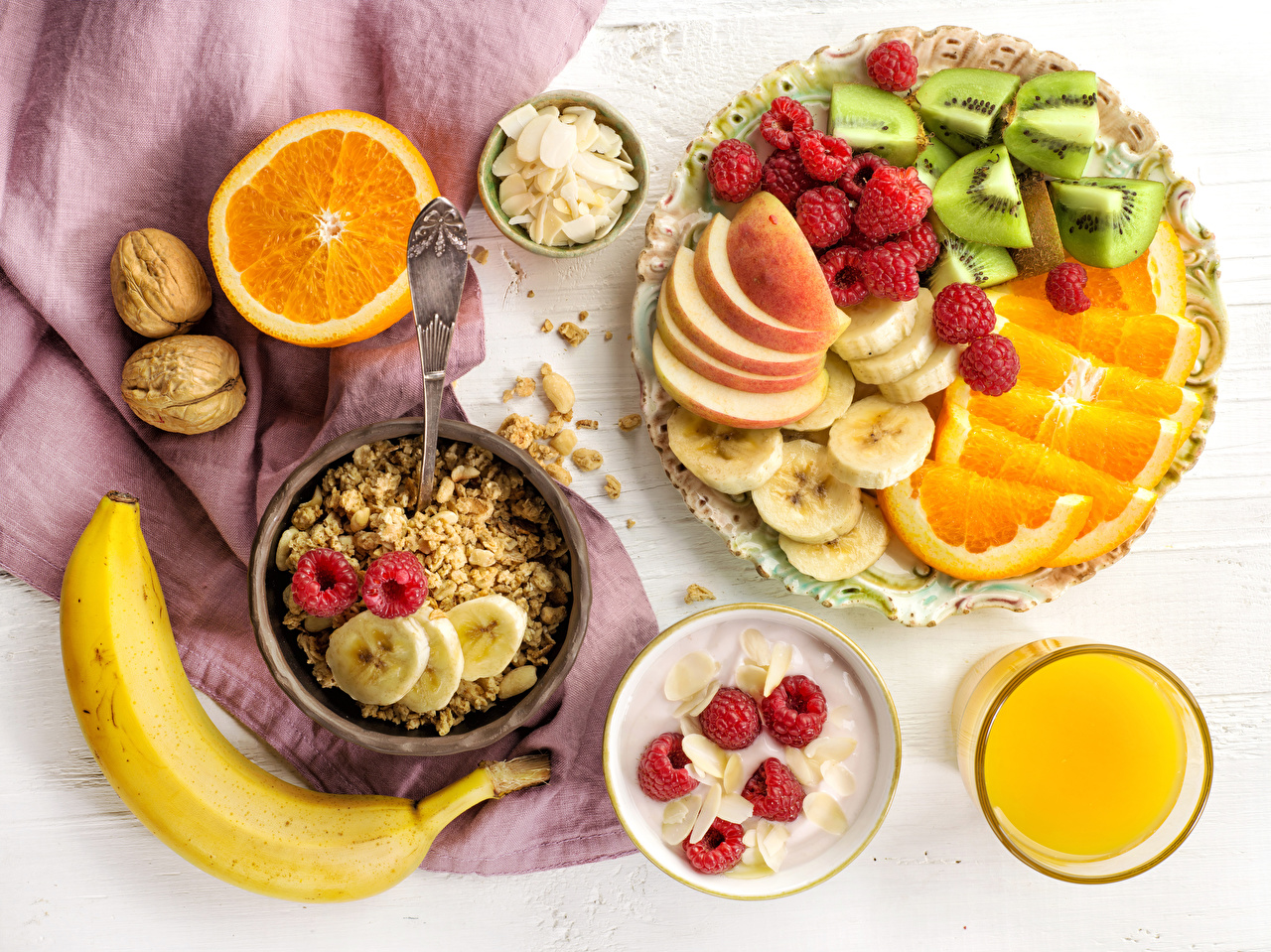 Картинка Сок Завтрак Апельсин Стакан Бананы Малина Пища Мюсли Фрукты Орехи Еда Продукты питания