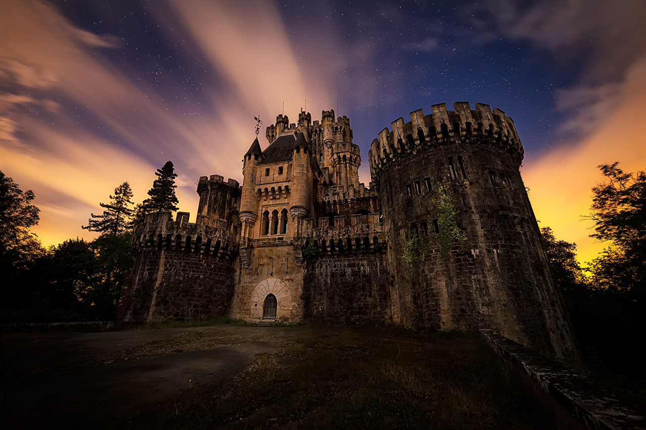 Картинки Испания Butron Castle Замки Вечер Города замок город