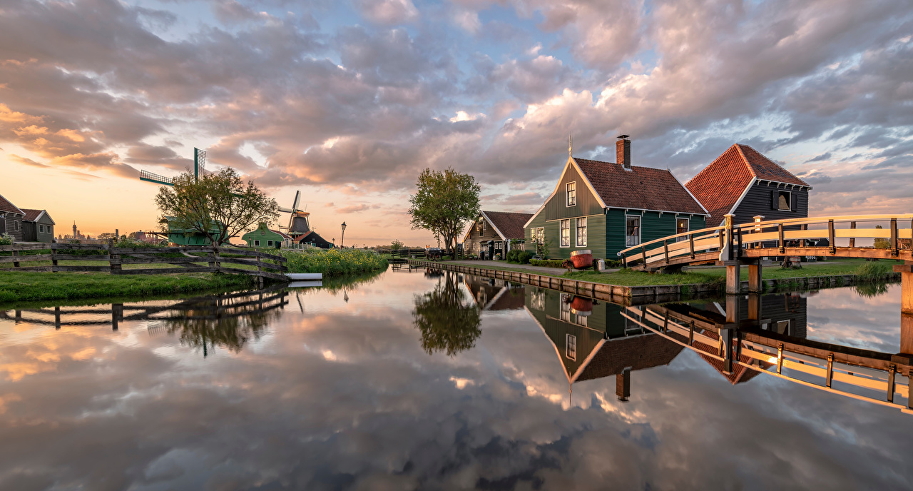 Картинка Природа голландия Панорама Zaanse Schans мост Мельница Водный канал Дома Нидерланды панорамная Мосты мельницы ветряная мельница Здания