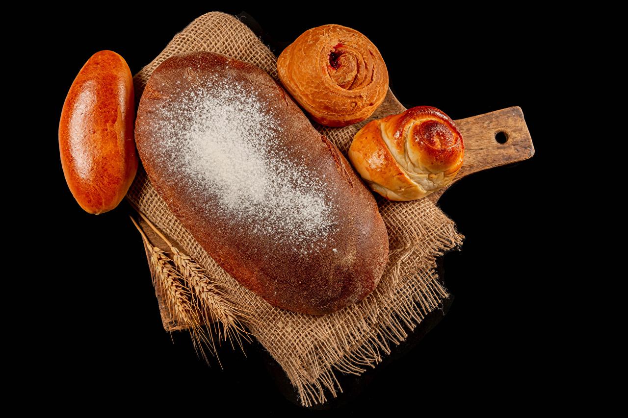 Обои для рабочего стола Пирог Сахарная пудра Колос Булочки Пища Выпечка Черный фон колосок колоски колосья Еда Продукты питания на черном фоне