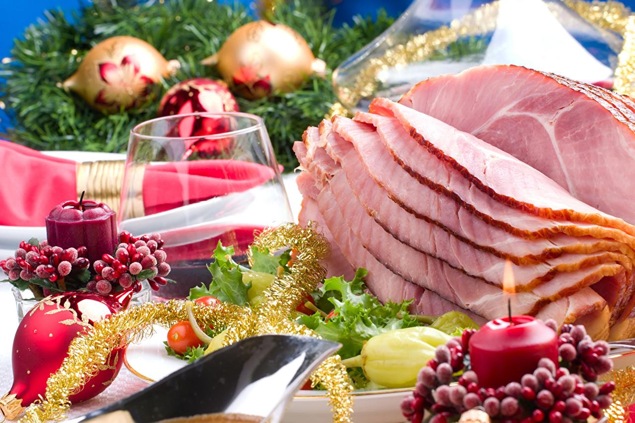 Картинка Новый год Ветчина Еда бокал Свечи накрытия стола Рождество Пища Бокалы Продукты питания Сервировка
