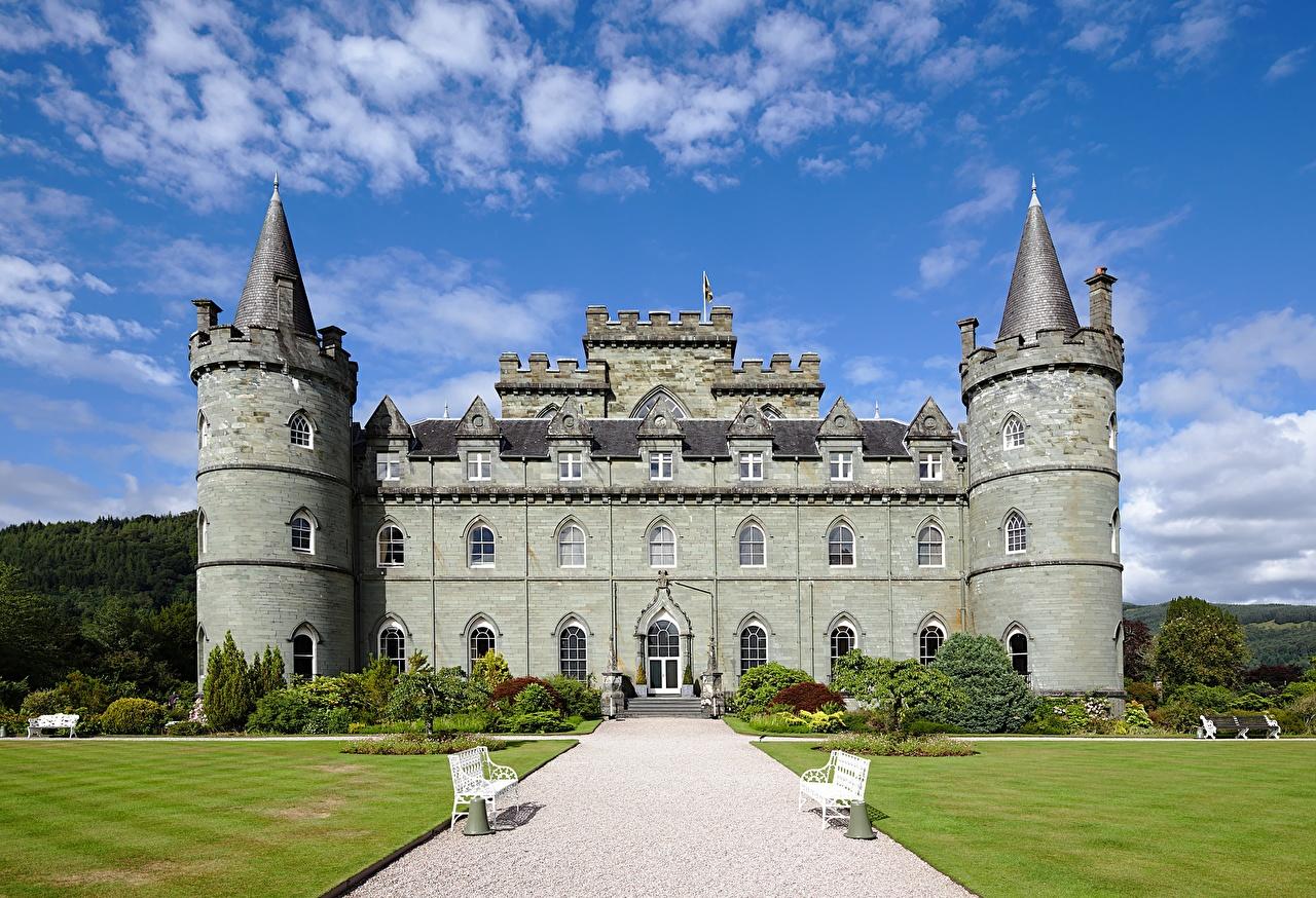 Фотографии Шотландия Башня Inveraray Castle тропы замок газоне Скамья Города башни Замки Тропа тропинка Газон Скамейка город