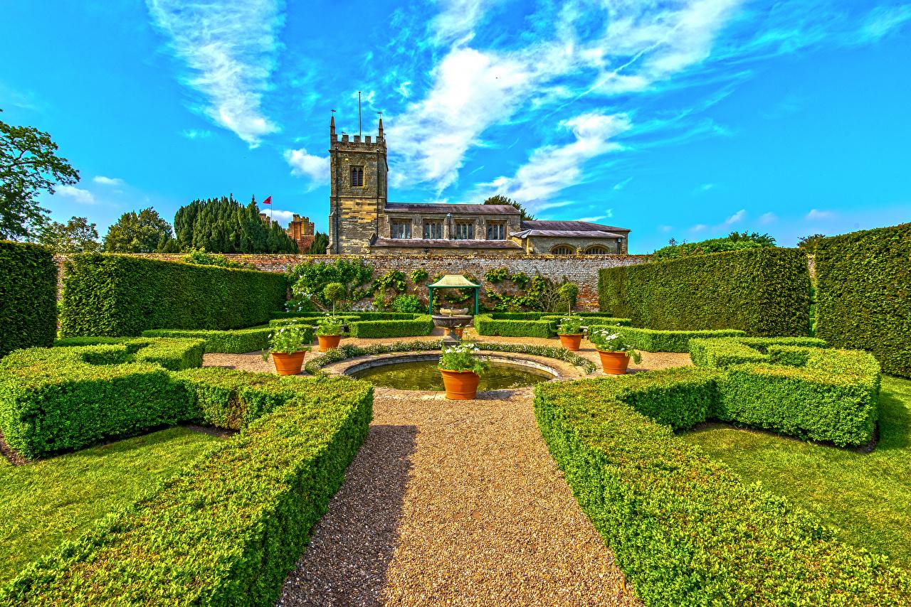 Фото Фонтаны Великобритания Coughton Court Park Природа Парки Дома кустов Дизайн парк Кусты Здания дизайна