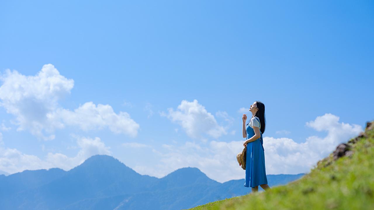 Фото Девушки Небо азиатки облачно девушка молодая женщина молодые женщины Азиаты азиатка Облака облако