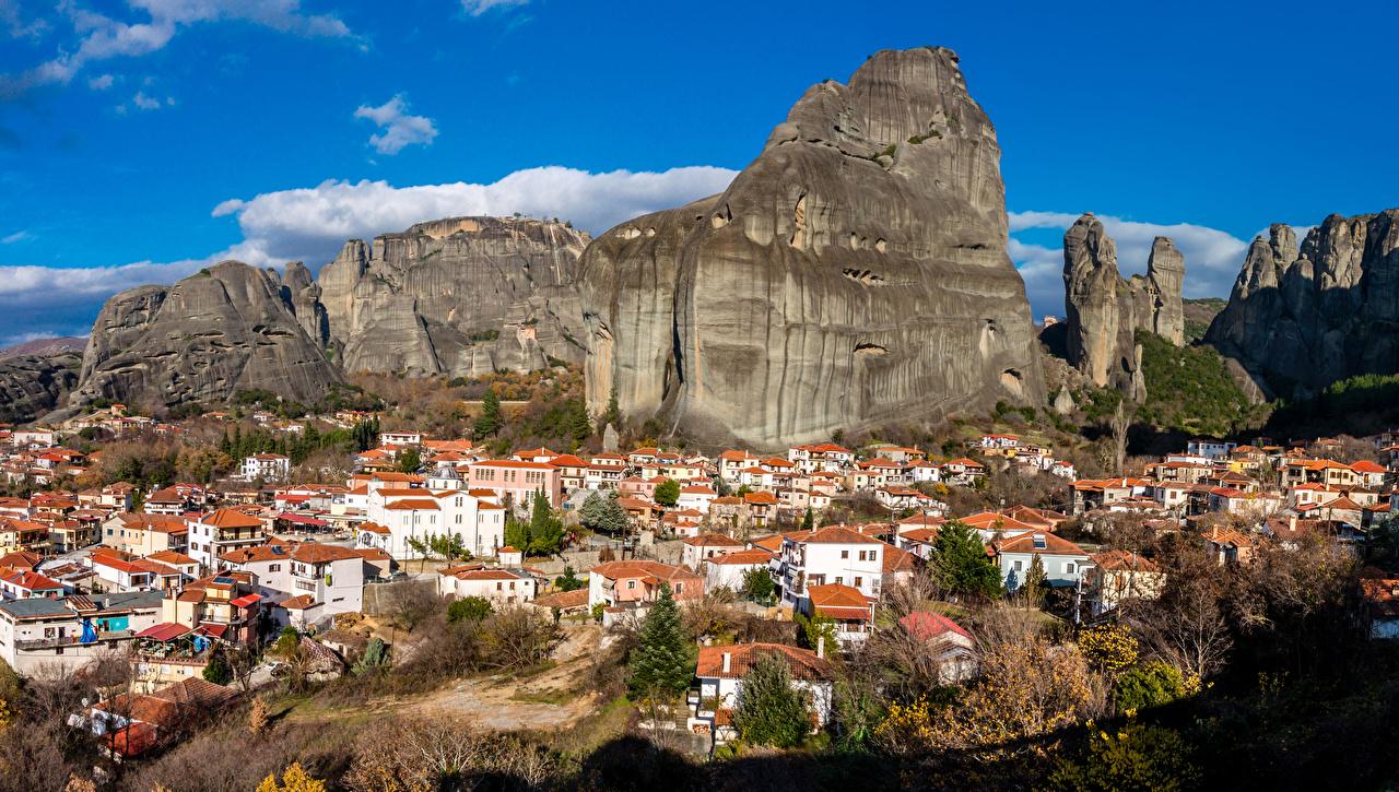 Обои для рабочего стола Греция Meteora, Kastraki Горы скале Дома Города гора Утес Скала скалы город Здания