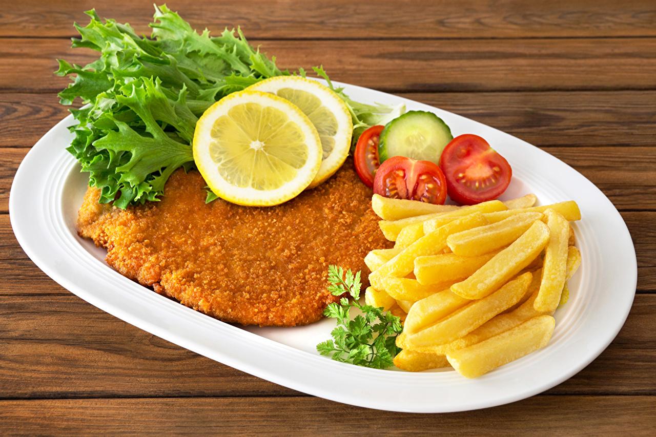 Фотография Картофель фри Лимоны Еда Овощи Тарелка Мясные продукты Пища тарелке Продукты питания