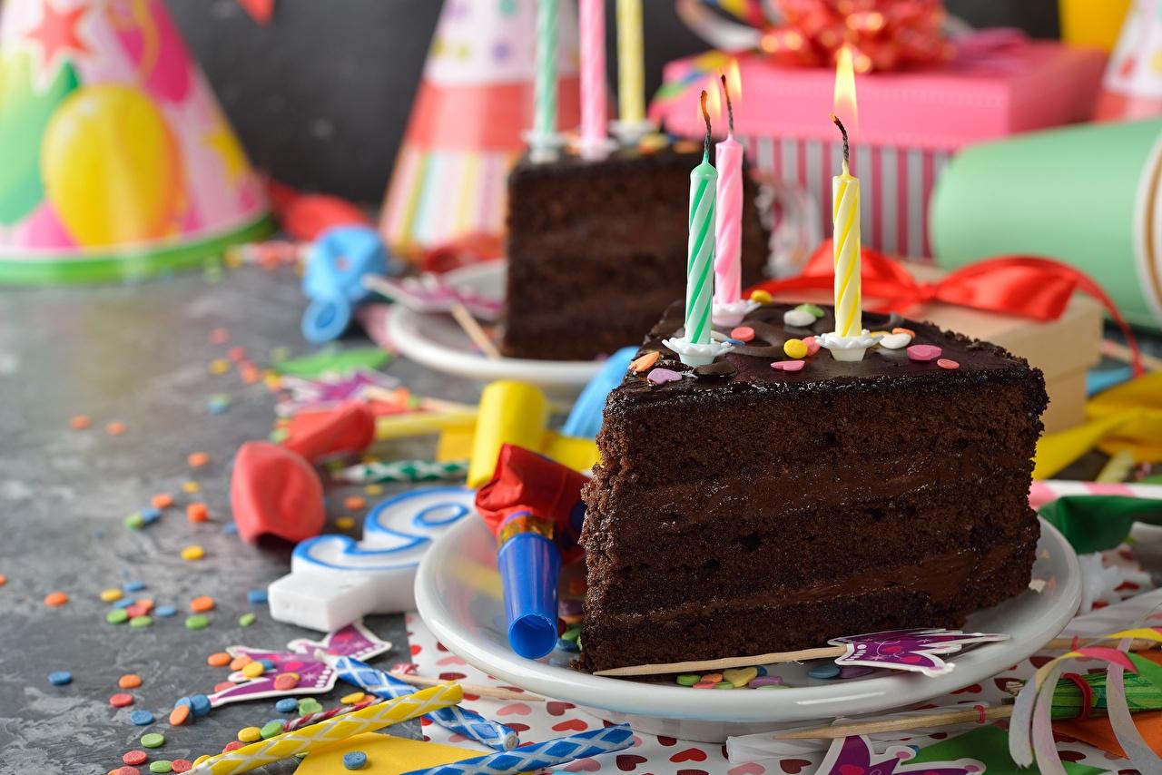 Фотография День рождения Шоколад Торты Кусок Еда Свечи часть Пища Продукты питания