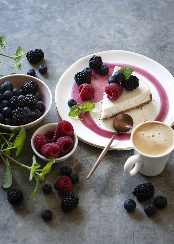 Фотографии Кофе Капучино Малина Черника Ежевика чашке Продукты питания Пирожное  для мобильного телефона Еда Пища Чашка