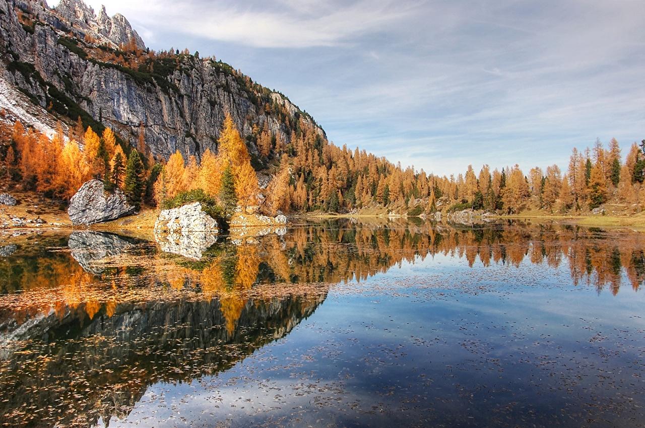 Картинка альп гора Природа осенние лес Озеро дерева Альпы Горы Осень Леса дерево Деревья деревьев