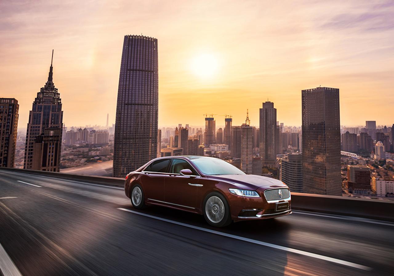 Фотография Lincoln 2016-18 Continental 3.0T AWD темно красный Движение Автомобили Бордовый бордовые бордовая едет едущий едущая скорость Авто Машины