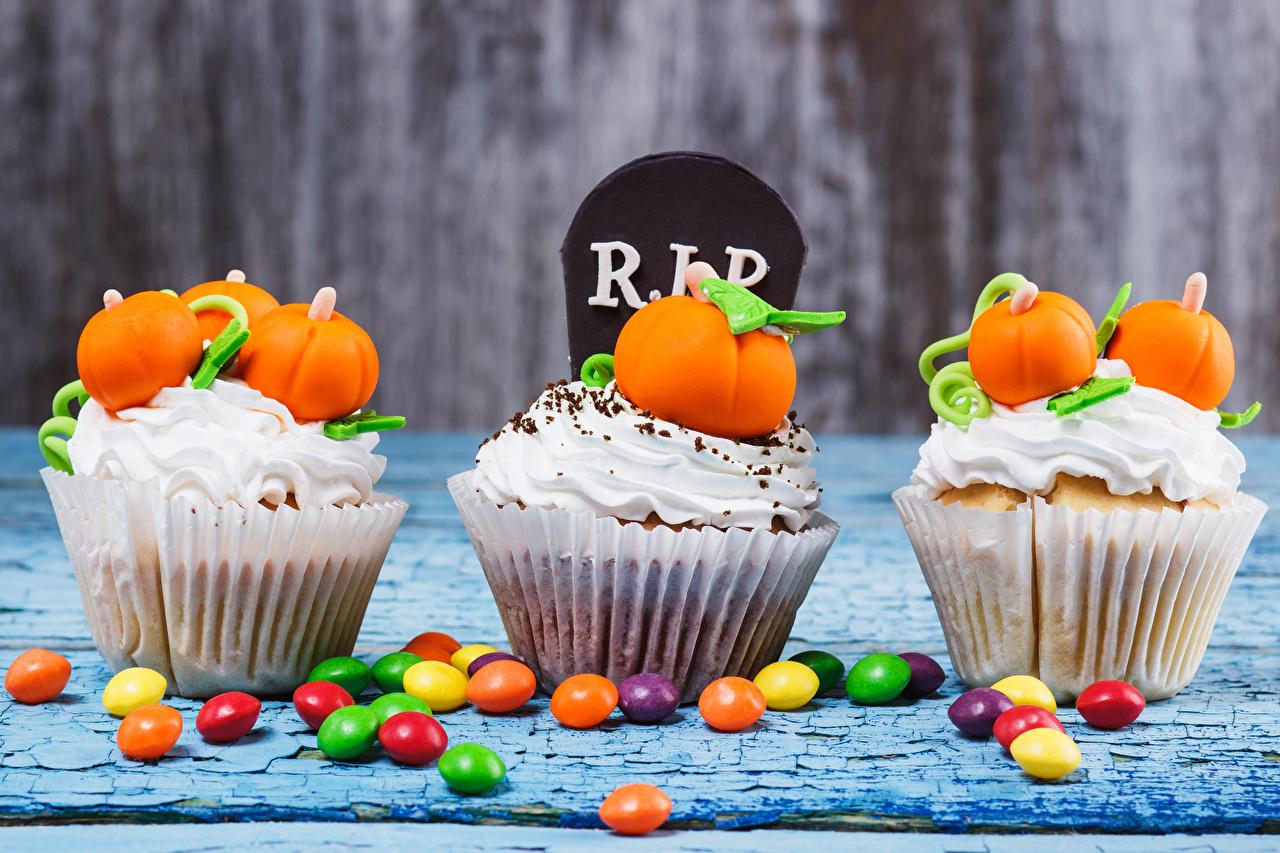 Картинки Тыква Конфеты Капкейк кекс Еда втроем Пирожное сладкая еда три Пища Трое 3 Продукты питания Сладости