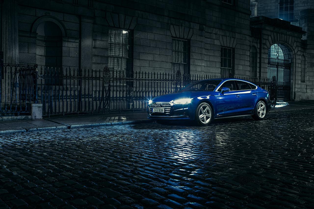 Фото 2017 Audi A5 Sportback 2.0 TDI quattro S line синяя Улица в ночи Машины Металлик Ауди синих синие Синий улиц улице Ночь Авто ночью Ночные Автомобили