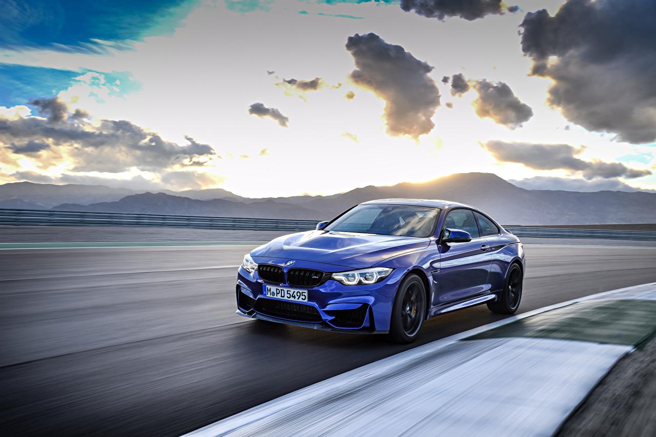 Картинки БМВ 2017 M4 CS Worldwide Синий едущий Машины Металлик BMW скорость Движение Авто Автомобили