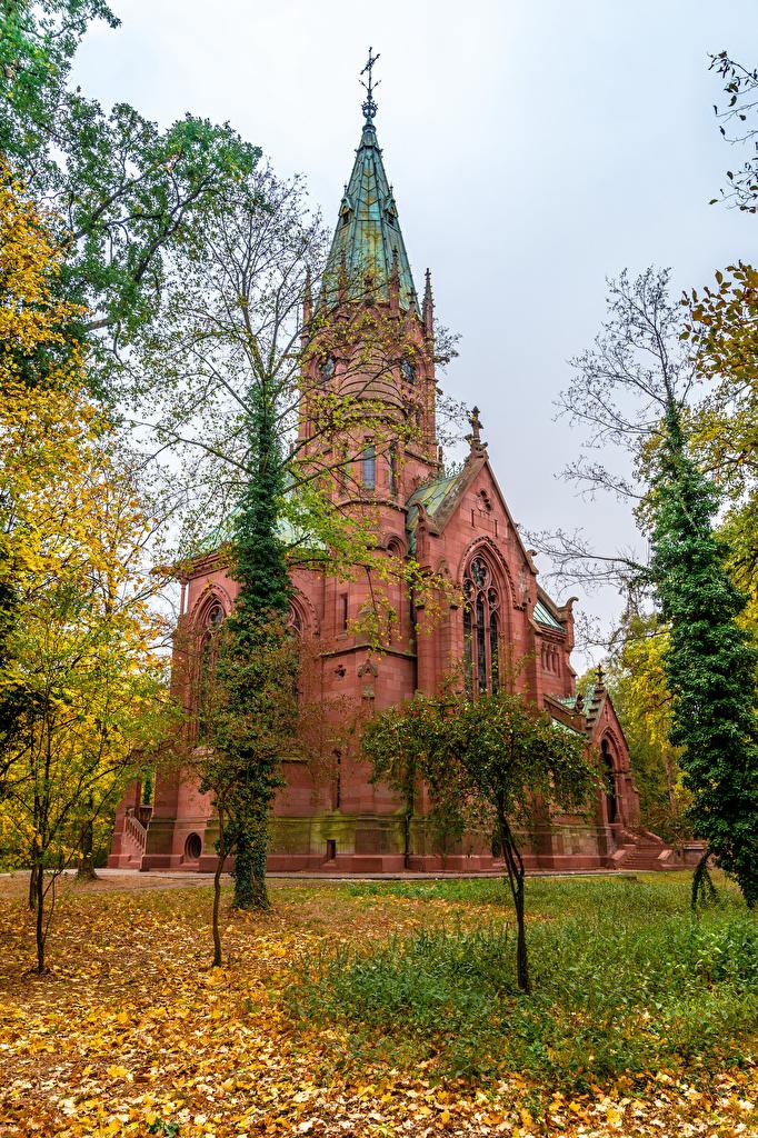 Картинки Церковь Листья Германия Karlsruhe Осень храм город  для мобильного телефона лист Листва осенние Храмы Города