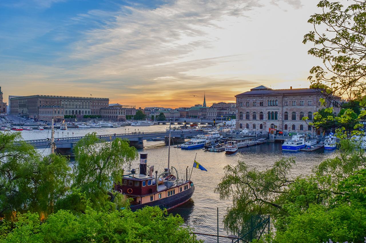 Картинки Стокгольм Швеция Мосты Речные суда Реки Пирсы Дома Города речка Причалы Пристань Здания