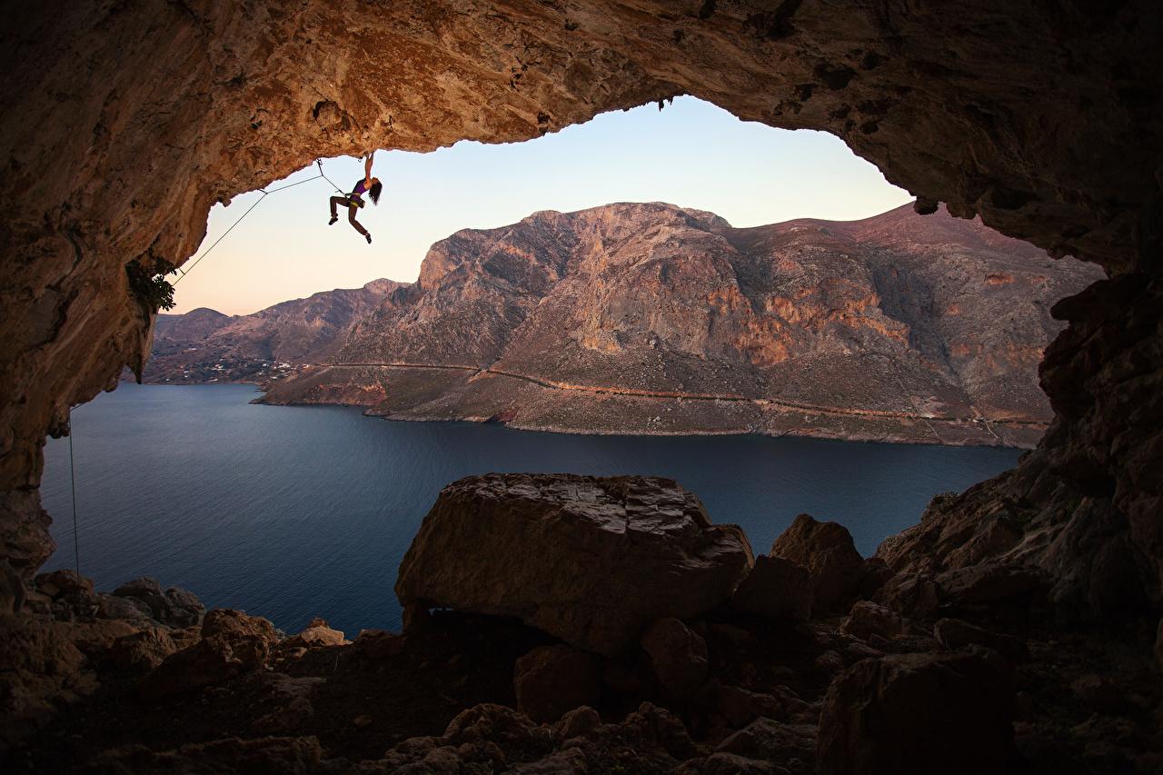 Фотографии Греция Альпинист Kalymnos Горы Скала Пещера Природа Альпинизм молодые женщины Залив Камень альпинисты Утес гора скалы скале пещеры пещере Девушки девушка молодая женщина Камни заливы залива