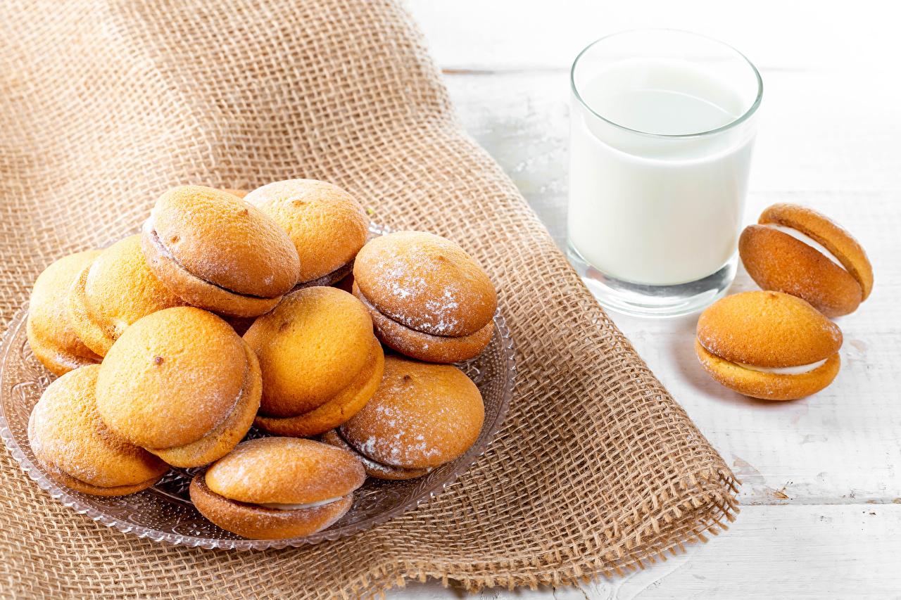 Фотографии Молоко Сахарная пудра стакане Еда Печенье Стакан стакана Пища Продукты питания