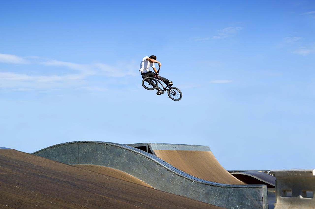 Фотографии юноша Велосипед Спорт прыгать Парни парень подросток велосипеде велосипеды спортивный спортивная спортивные Прыжок прыгает в прыжке