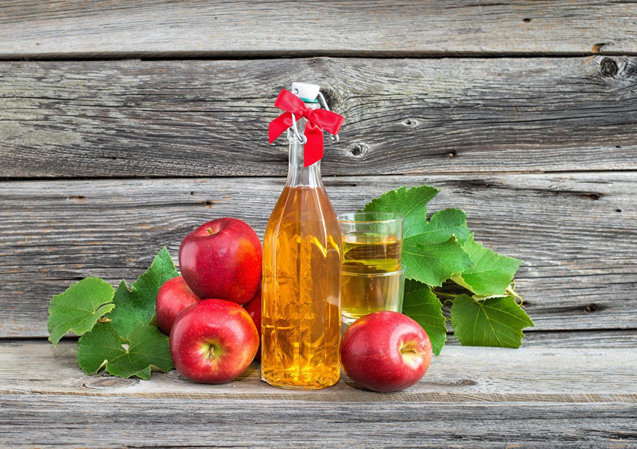 Обои Сок Красный Стакан Яблоки Пища Стена Бантик Бутылка Доски Еда стенка Продукты питания
