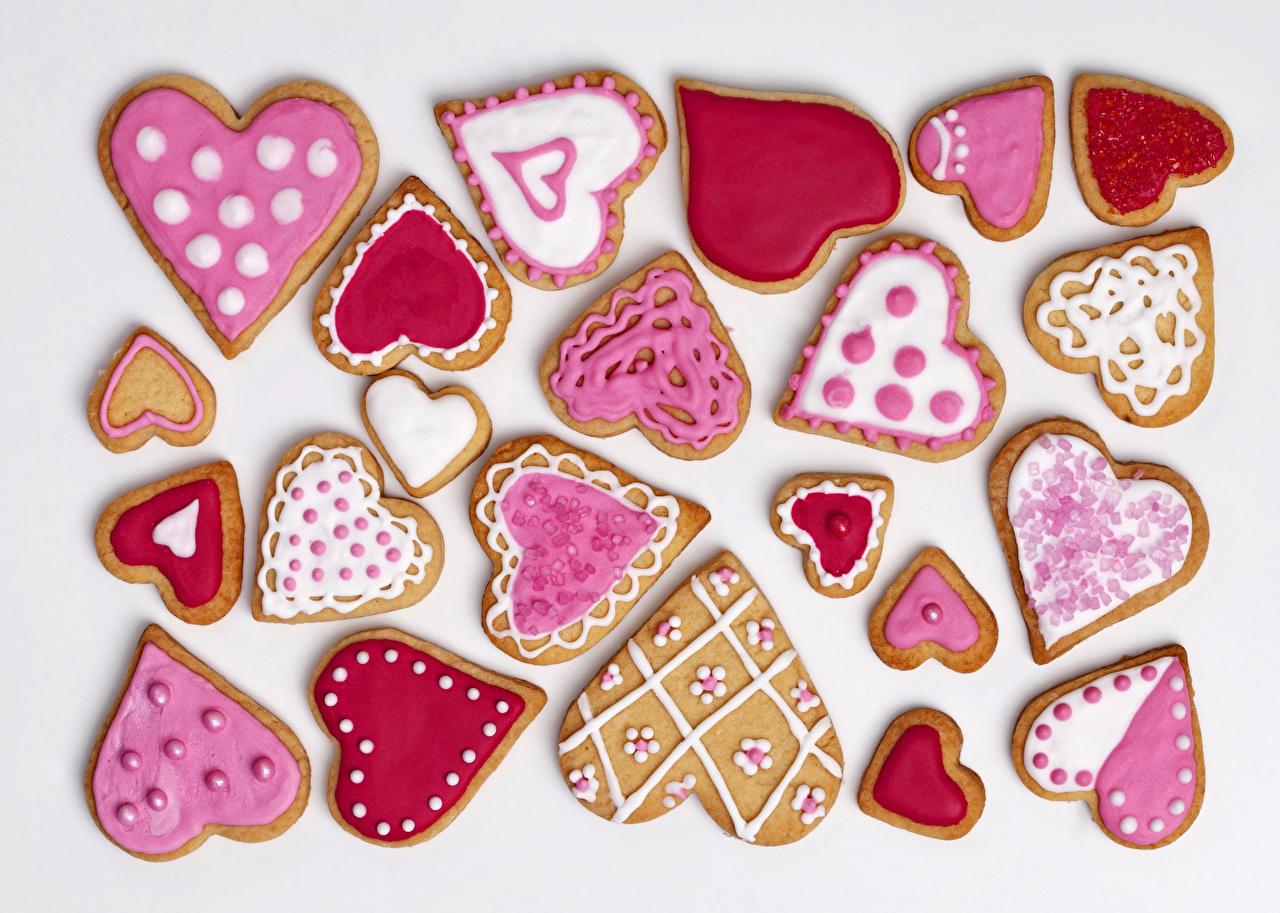 Фото День святого Валентина сердечко Еда Печенье Праздники белым фоном дизайна День всех влюблённых серце сердца Сердце Пища Продукты питания Белый фон белом фоне Дизайн