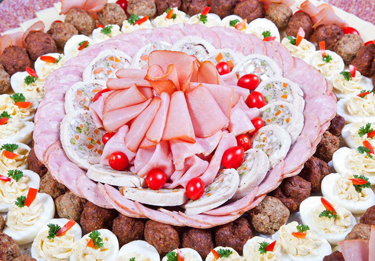 Фотография яиц Колбаса Ветчина Еда Нарезанные продукты Мясные продукты яйцо Яйца яйцами Пища нарезка Продукты питания