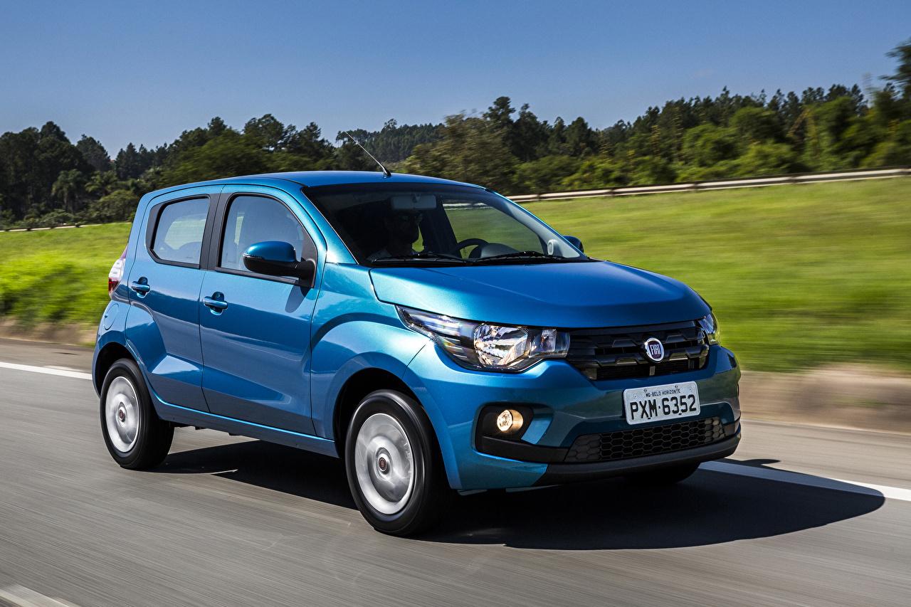 Обои Fiat 2016 Mobi Like Голубой Движение Автомобили Фиат едущий скорость Авто Машины