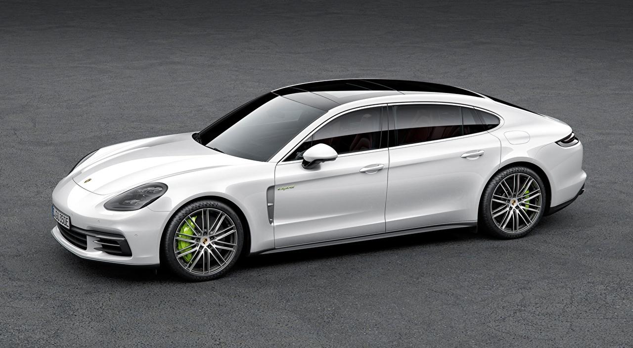 Обои для рабочего стола Порше Panamera 4, E-Hybrid Executive, 2016, Liftback Белый Сбоку автомобиль Porsche белая белые белых авто машины машина Автомобили