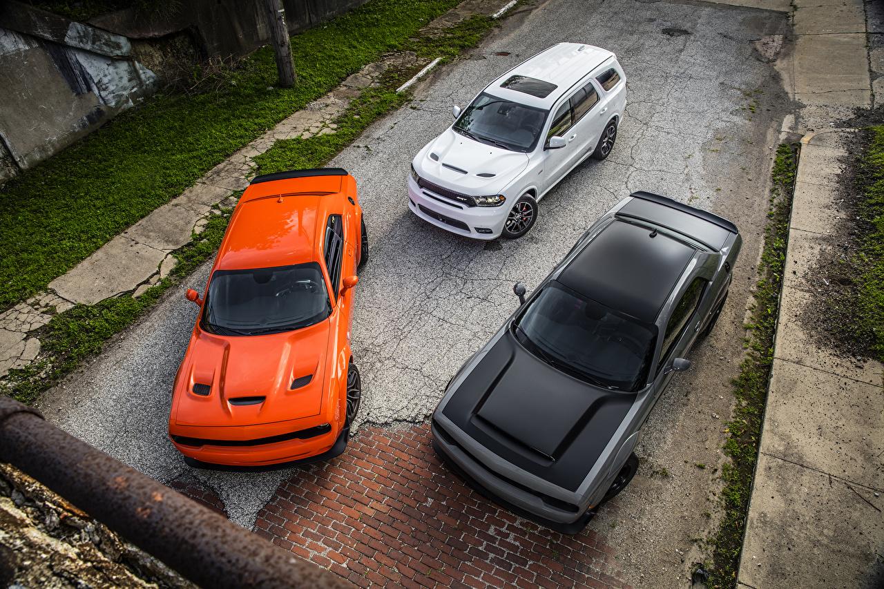 Фотография Dodge втроем Сверху Автомобили Додж три авто Трое 3 машина машины автомобиль