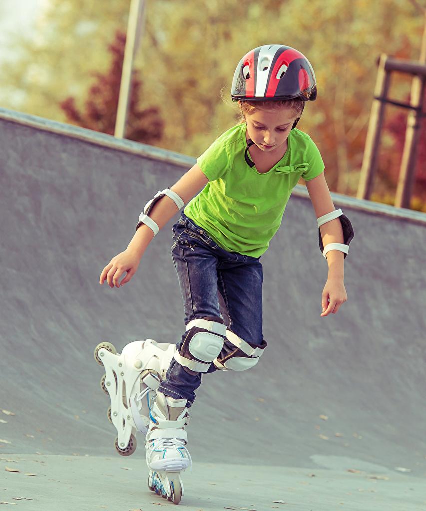 Картинка девочка Шлем Дети Ролики  для мобильного телефона Девочки шлема в шлеме ребёнок роликах роликами Роликовые коньки