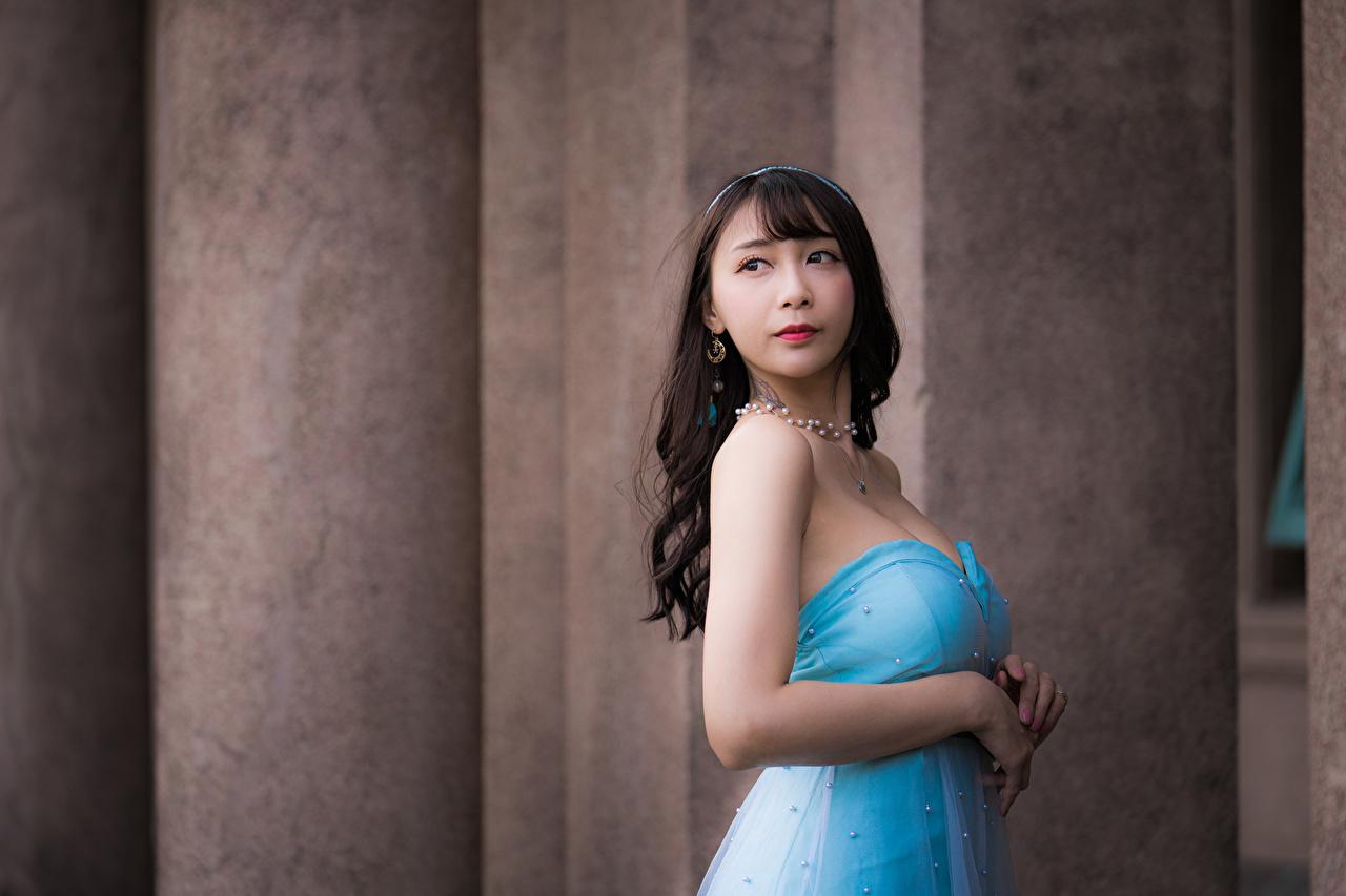 Фотографии боке Поза Девушки азиатки Руки Платье Размытый фон позирует девушка молодые женщины молодая женщина Азиаты азиатка рука платья
