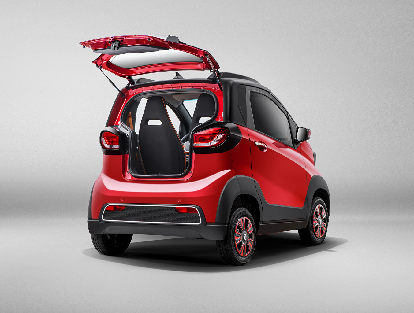 Фотографии Baojun китайская Открытая дверь E100, 2017 красные Сзади Металлик Автомобили китайский Китайские красная Красный красных авто машины машина вид сзади автомобиль