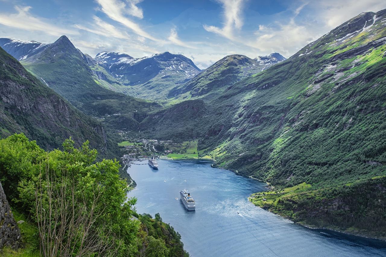 Обои для рабочего стола Норвегия Круизный лайнер Geiranger Fjord, Sunnmere, Møre og Romsdal Фьорд гора Природа Сверху Горы