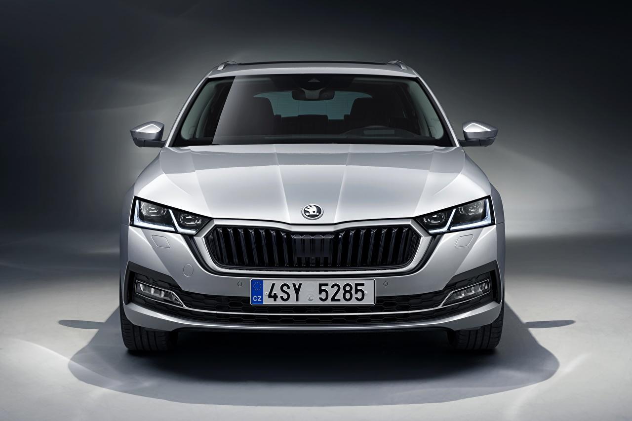 Обои для рабочего стола Skoda Универсал 2020, Octavia Combi серебряная авто Спереди Металлик Шкода серебряный Серебристый серебристая машина машины Автомобили автомобиль