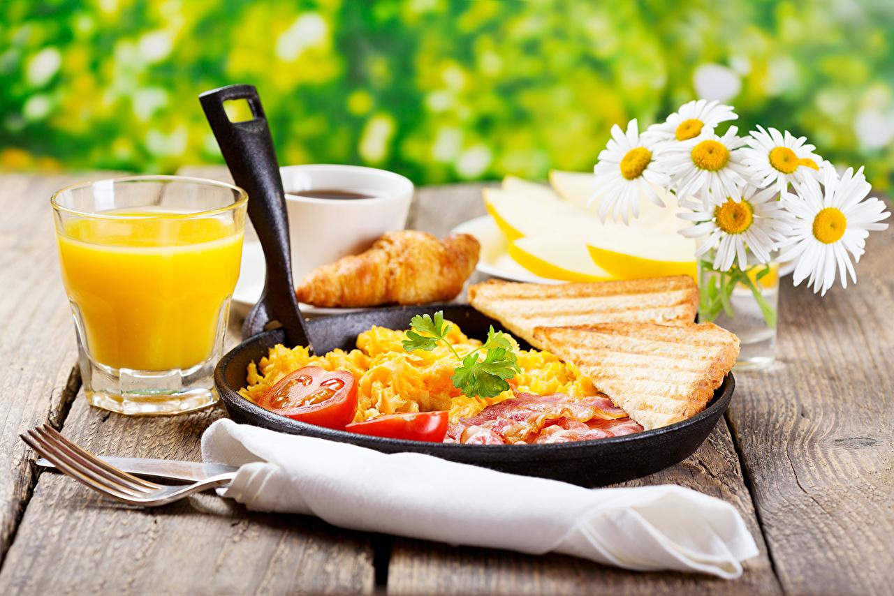 Картинка Сок Помидоры Хлеб стакане Ромашки Пища Томаты Стакан стакана Еда Продукты питания