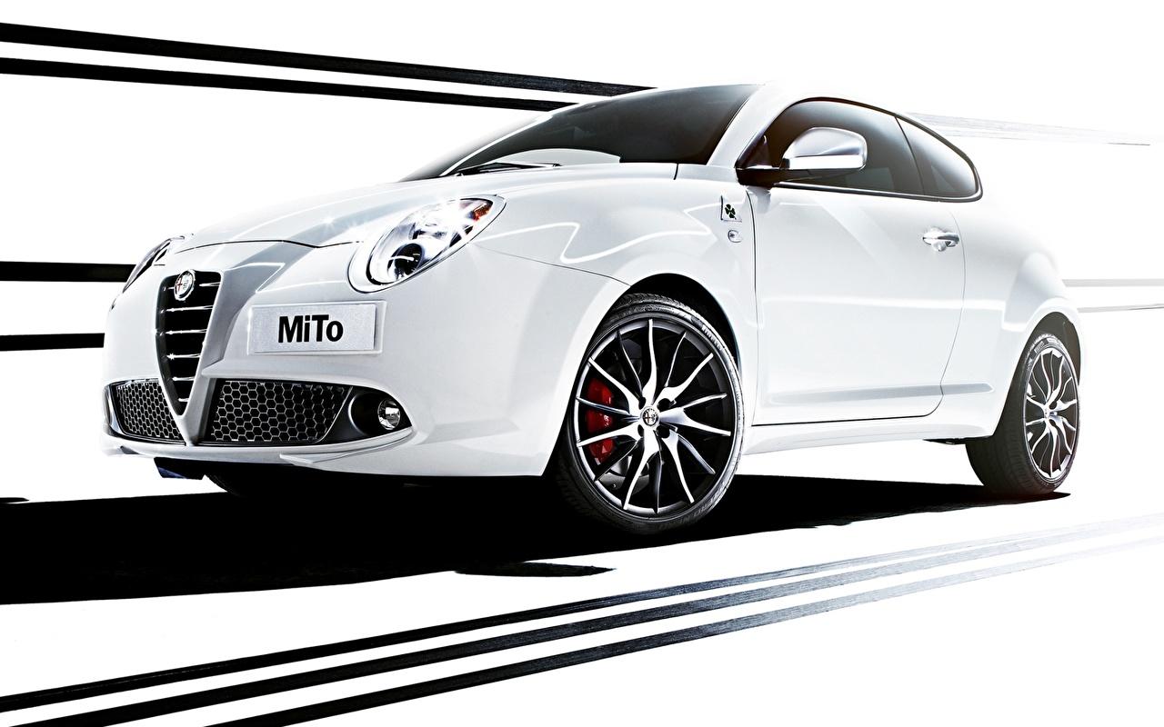 Фото Альфа ромео MiTo Quadrifoglio Verde белых Сбоку Автомобили Alfa Romeo белая белые Белый авто машины машина автомобиль