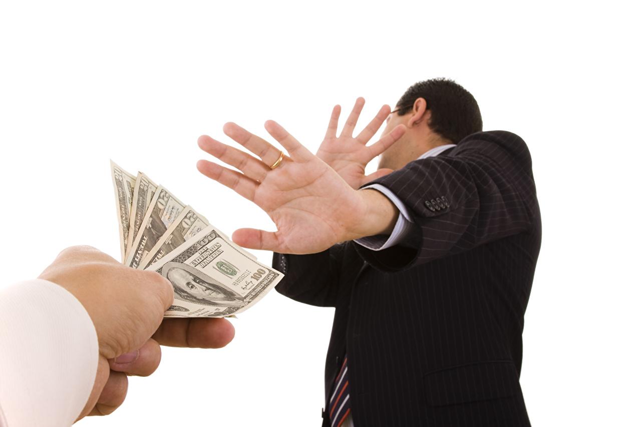 Фото Банкноты рука Деньги Белый фон Купюры Руки белом фоне белым фоном