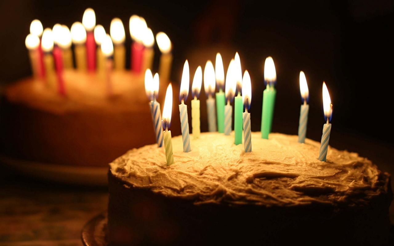 Фотография День рождения Торты Огонь Свечи Продукты питания Сладости пламя Еда Пища сладкая еда