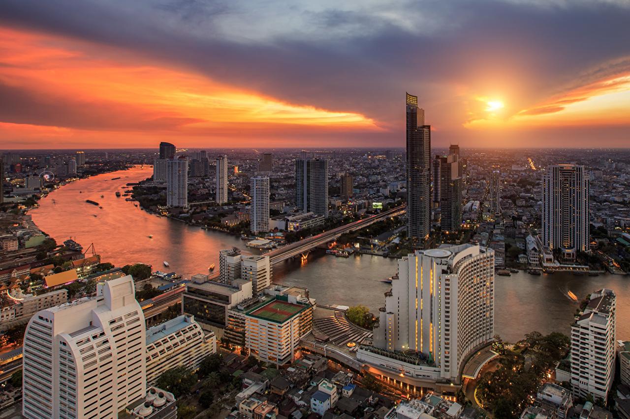 Фото Бангкок Таиланд Мосты Небо Рассветы и закаты Реки Небоскребы город Здания мост рассвет и закат река речка Дома Города