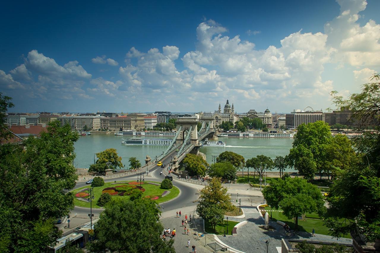 Обои для рабочего стола Будапешт Венгрия Danube, Chain bridge Мосты Речные суда речка дерево Города мост Реки река город дерева Деревья деревьев