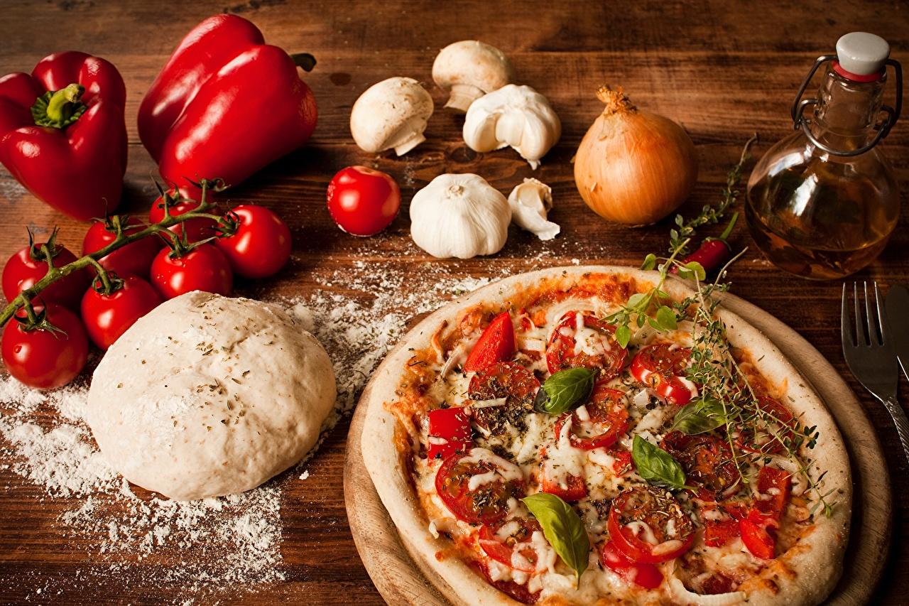 Фото Пицца Томаты Лук репчатый Чеснок Еда перец овощной Помидоры Пища Перец Продукты питания