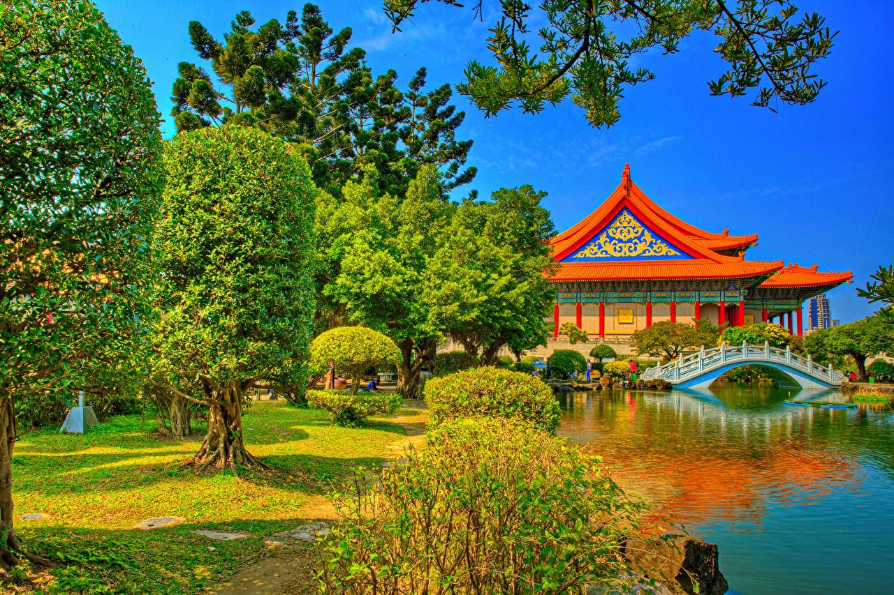 Картинка Тайвань Китай Chiang Kai-shek Memorial Taipei HDR мост Природа Пруд Реки Храмы Деревья HDRI Мосты храм река речка дерево дерева деревьев
