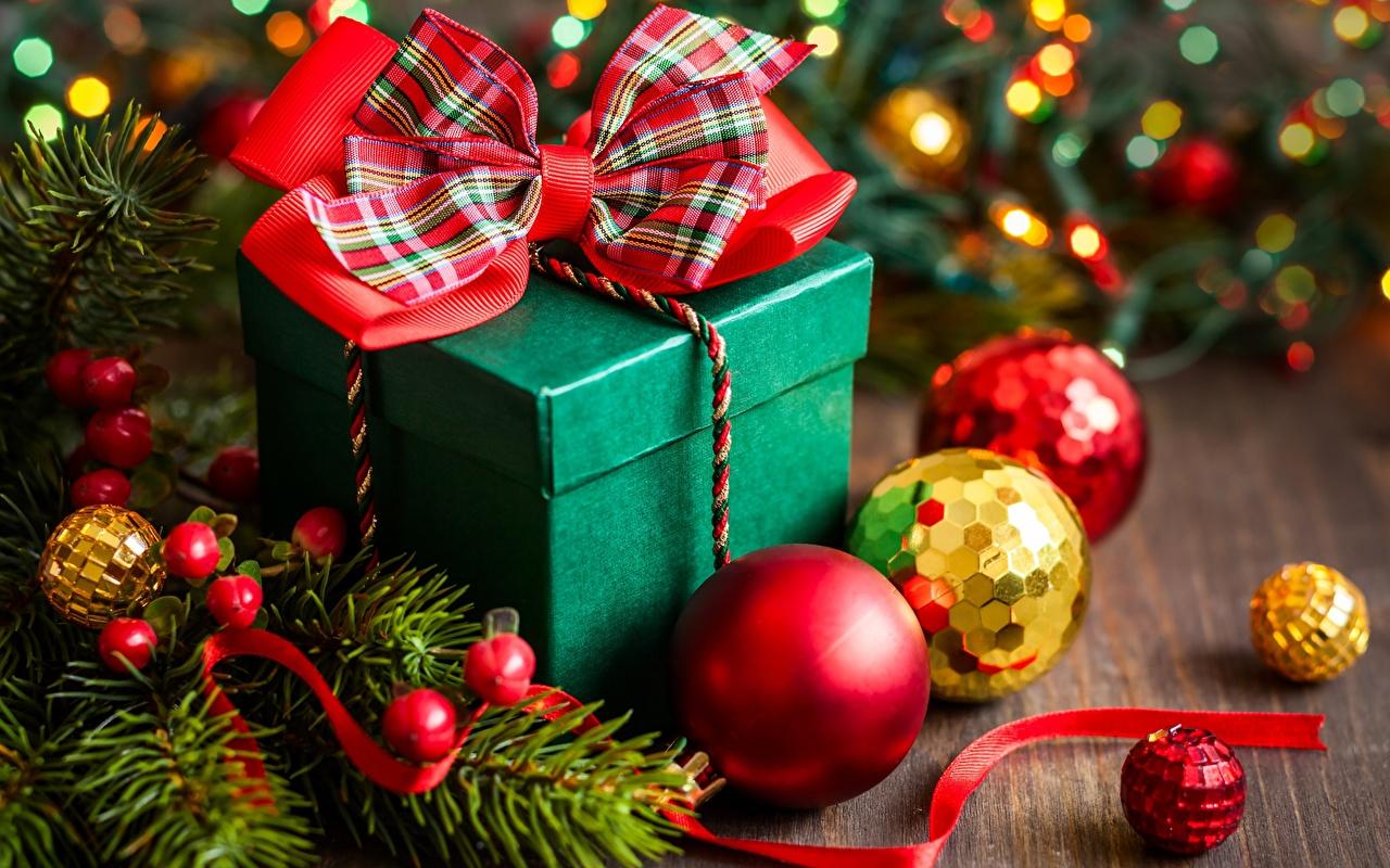 Фотографии Новый год Подарки Шар Бантик Рождество подарок подарков бант Шарики бантики