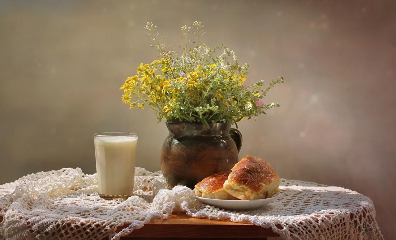 Картинка Молоко Букеты Стакан Булочки Еда Стол Натюрморт Пища Продукты питания