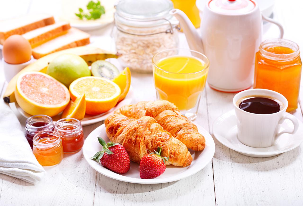 Картинки Сок Кофе Завтрак Круассан Клубника Еда Пища Продукты питания