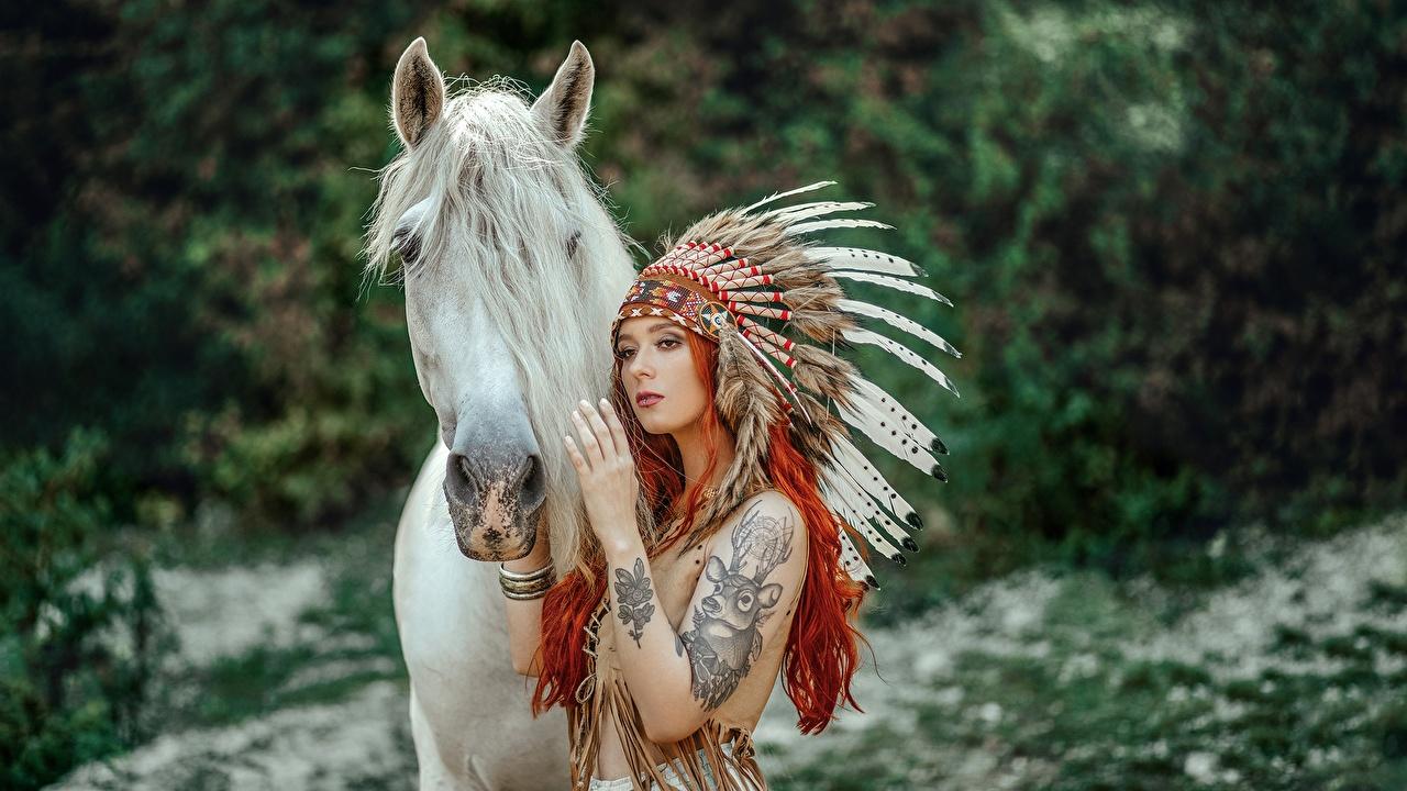 Фотография лошадь рыжие Индейцы Janusz Żołnierczyk Индейский головной убор девушка Животные Лошади рыжих Рыжая индеец индейца Девушки молодые женщины молодая женщина животное